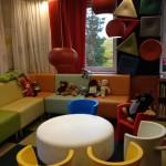 Детский уголок. Все элементы — модульные. На стенах на липучках прикреплены подушки, на которых можно сидеть